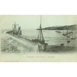 22 PAIMPOL. Bateaux de pêche et la Jetée vers 1900.