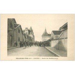 carte postale ancienne 16 COGNAC. Ouvriers sortie des Etablissements Pellisson