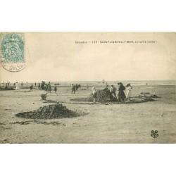 14 SAINT-AUBIN-SUR-MER. Jeux de Sable à marée basse 1905