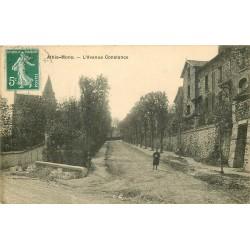 91 ATHIS-MONS. Ecolier sur l'Avenue Constance vers 1912