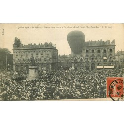 """54 NANCY. Ballon """" Le Condor """" Place Stanislas qui crève sur la façade du Grand Hôtel 1908"""