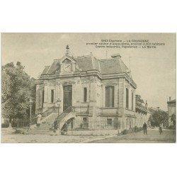 carte postale ancienne 16 LA COURONNE. La Mairie 1918 animation