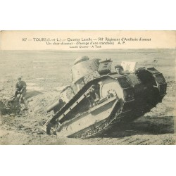 37 TOURS. Un Char d'assaut du Régiment d'Artillerie Quartier Lasalle pour le passage d'une tranchée