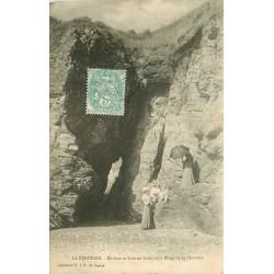 44 LA BERNERIE-EN-RETZ. Rochers et Grottes Plage de la Platrerie avec élégantes