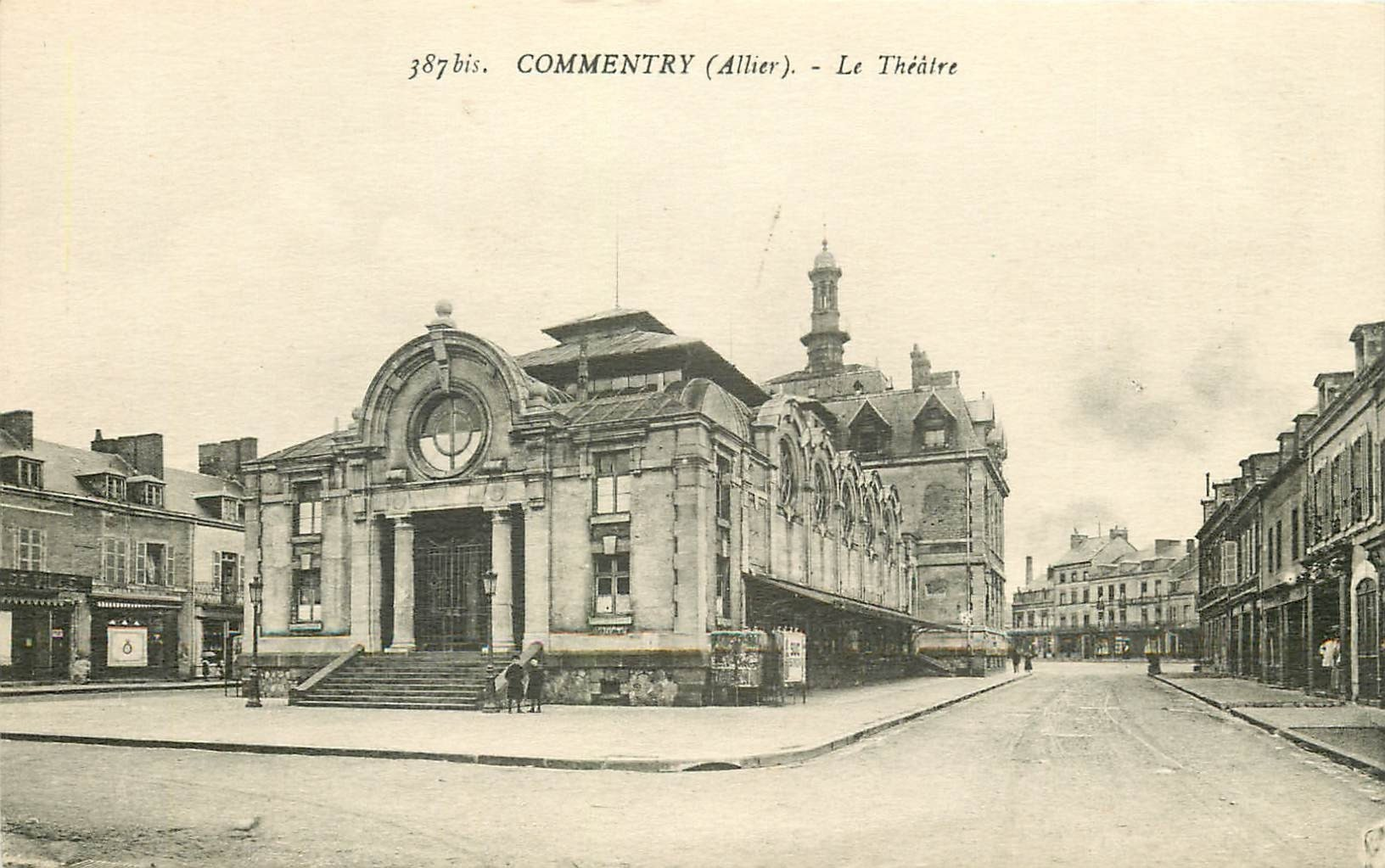 03 COMMENTRY. Le Théâtre