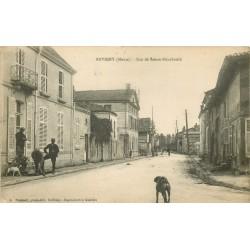 55 REVIGNY. Rue de Sainte-Ménéhould avec Militaires et Chiens 1917