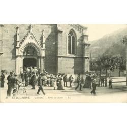 2 x Cpa 38 ALLEVARD. Sortie de Messe 1917 et intérieur de l'Eglise 1910