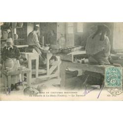 29 QUIMPER. Les Tourneurs de la Faïencerie de Loc-Maria 1904