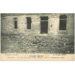 carte postale ancienne 02 SOISSONS. Séminaire. La Cour 1917 avec Soldats