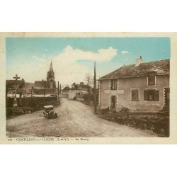 35 CHATILLON-SUR-SEICHE. Le Bourg commerce et voiture ancienne devant le Calvaire 1951