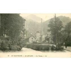 38 ALLEVARD. Les Usines 1920 Ouvriers se rendant sur les Hauts Fourneaux