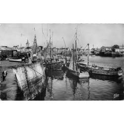 Photo Cpsm 85 LES SABLES D'OLONNE. Le Port vers la Chaume 1953