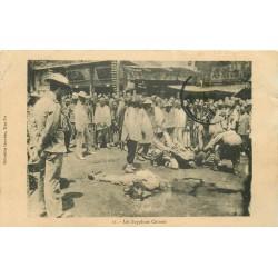 """CHINE. Les Supplices Chinois vers 1912 """" Les décapités et entérés """""""