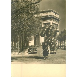 Photographe MONIER Albert. Paris avec vendeuse de ballons...
