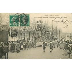 PARIS XV. Le Carnaval Cour des Abattoirs de Vaugirard avant le Départ 1907