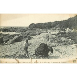 85 LES SABLES D'OLONNE. Ramasseur de Goëmon sur Rochers de la Chaume 1919