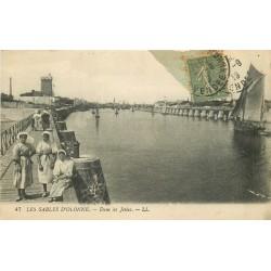 85 LES SABLES D'OLONNE. Sablaises sur les Jetées 1919