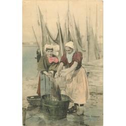 85 LES SABLES D'OLONNE. Sablaises lavant et essorant