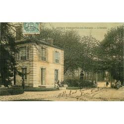 95 ARNOUVILLE-LES-GONESSE. Animation à l'Entrée du Château carte toilée vers 1905