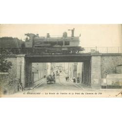 79 BRESSUIRE. Passage d'un Train sur le Pont et Route de Nantes vers 1919