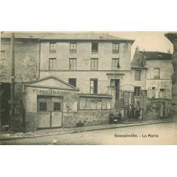 95 GOUSSAINVILLE. Ecolières devant la Mairie 1910