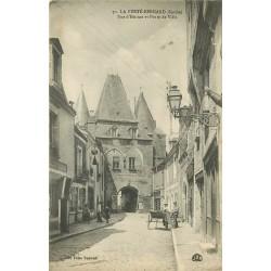 72 LA FERTE-BERNARD. Rue d'Huisne et Porte de Ville 1916 vendeur ambulant