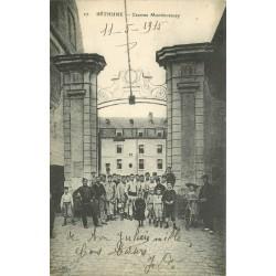 62 BETHUNE. Caserne Montmorency 1915 Enfants et Militaires