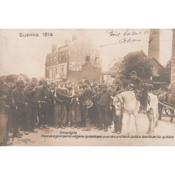 60 COMPIEGNE. Place de la Gare Spahis et Artilleurs après bataille Vic-sur-Aisne 1914