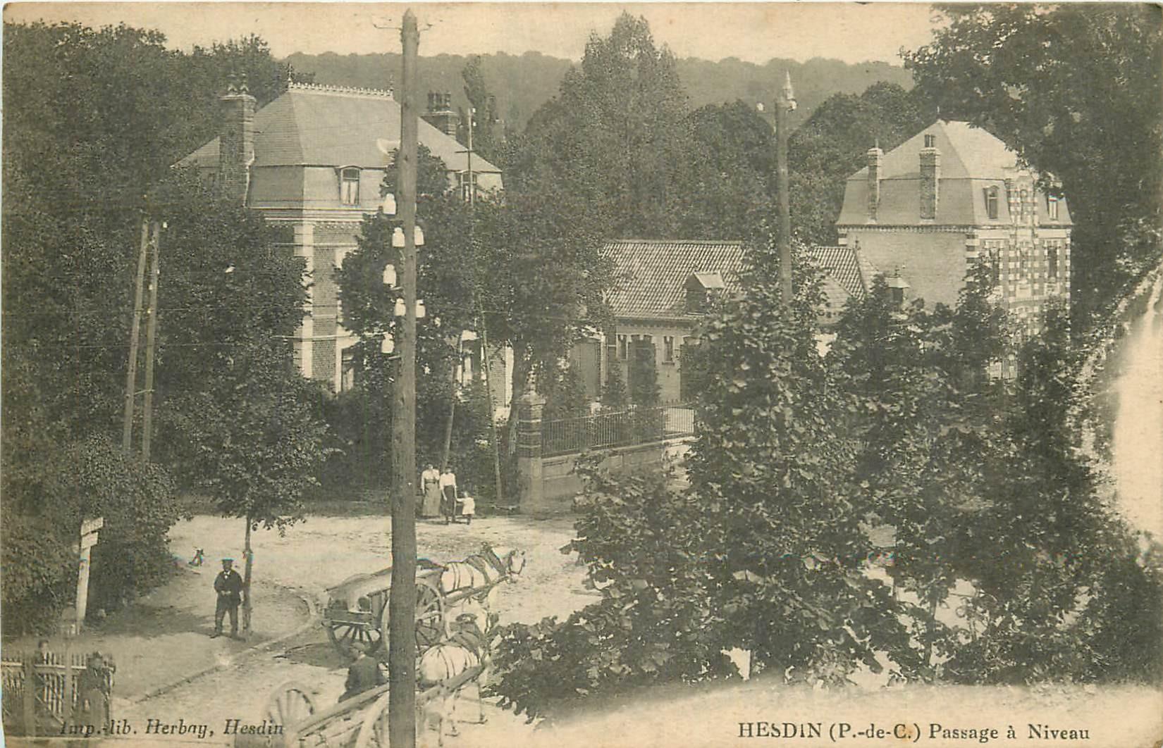 62 HESDIN. Attelages au Passage à Niveau du chemin de fer 1917