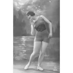 BEAUTE FEMININE AUTREFOIS. Superbe Femme en maillot de bain une seule pièce