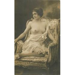 BEAUTE FEMININE AUTREFOIS. Superbe Femme assise aux seins nus