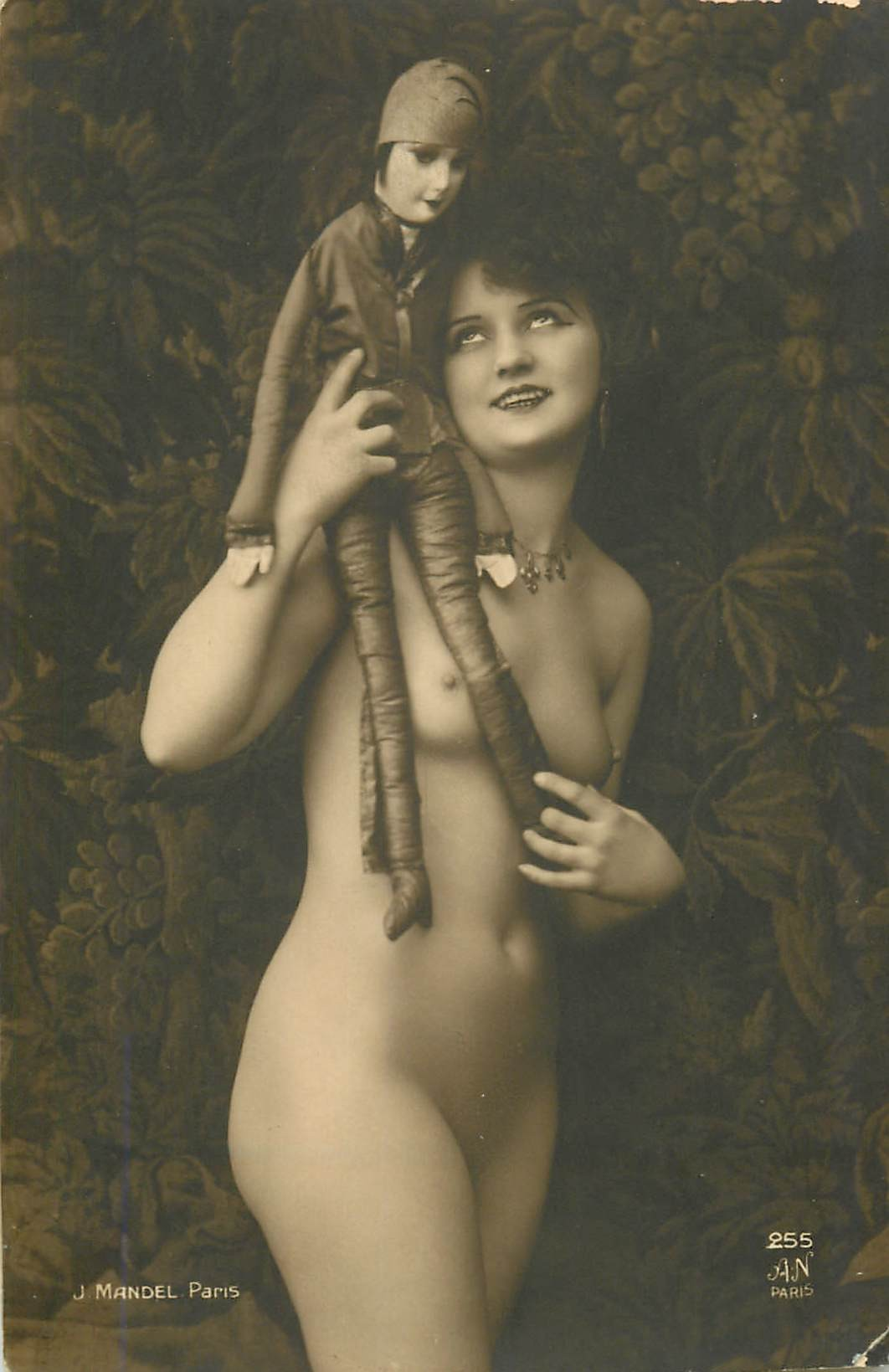 BEAUTE FEMININE AUTREFOIS. Superbe Femme nue avec marionnette par Mandel