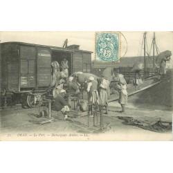 ORAN. Au Port Déchargeurs Arabes du wagon au bateau 1906