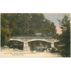 carte postale ancienne 66 BOURG-MADAME-PUIGCERDA. Douane Pont International. Douaniers