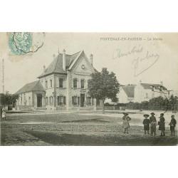 95 FONTENAY-EN-PARISIS. Ecoliers devant la Mairie vers 1905