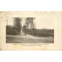37 JOUE-LES-TOURS. Passage à niveau Route de Chinon avec employée 1919