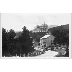 carte postale ancienne 66 FONT-ROMEU. Grand Hôtel entrée du Village. carte photo