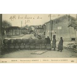54 MOMENY. Une barricade avec des tonneaux de vin 1915