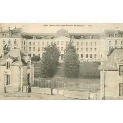 35 RENNES. Ecole Normale de Garçons avec Gardienne 1905