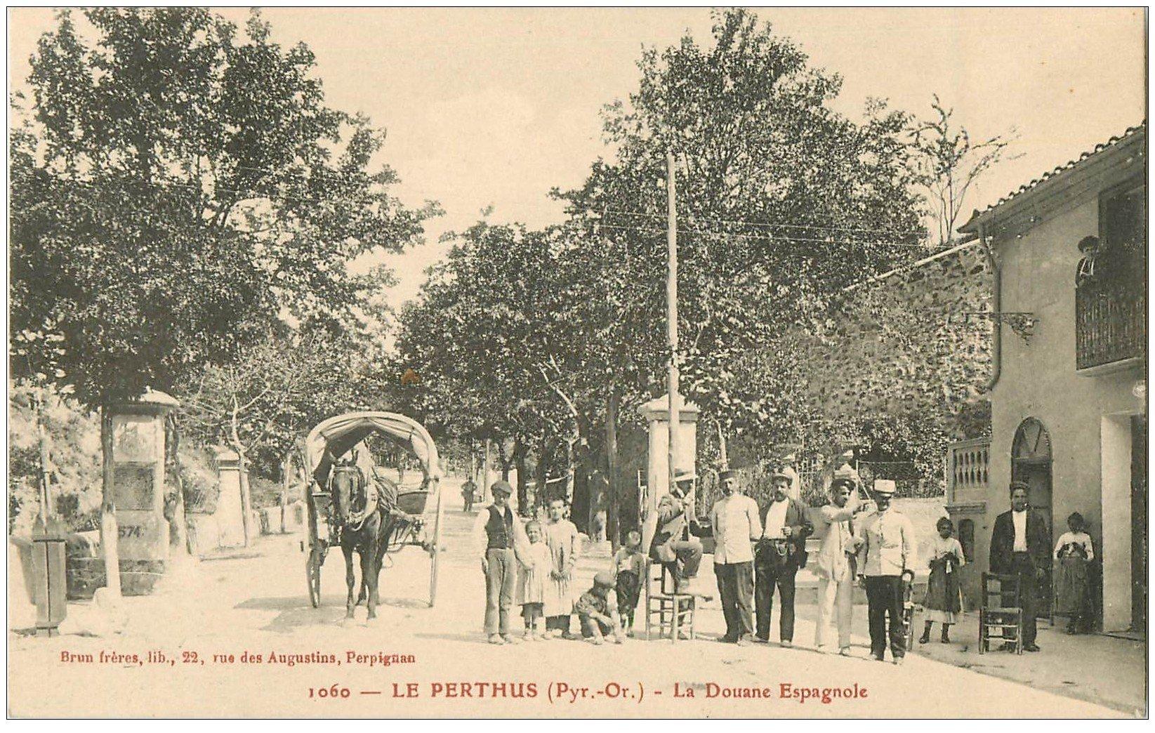 carte postale ancienne 66 LE PERTHUS. Attelage Douane Espagnole. Douaniers