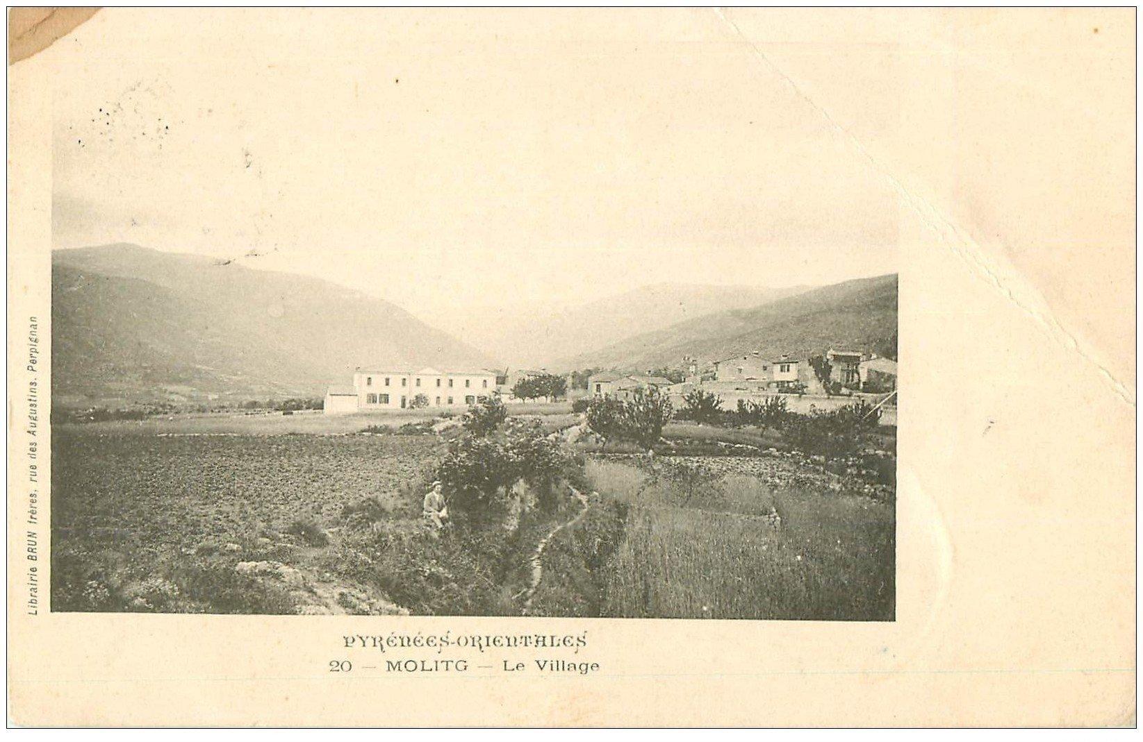 carte postale ancienne 66 MOLITG LES BAINS. Le Village. Légère entame de plissure