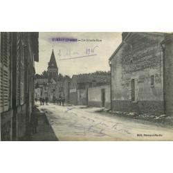 51 RECY. La Grande Rue avec cavaliers militaires 1916