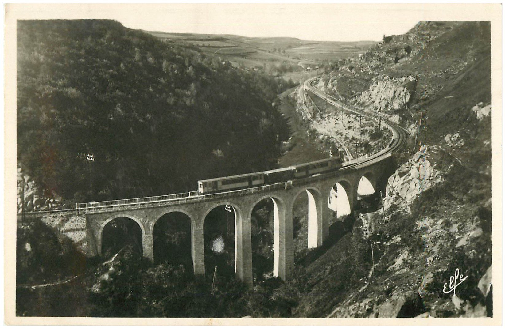 carte postale ancienne 66 MONT-LOUIS. Tramway sur Viaduc de la Cabanasse. Carte photo 1949