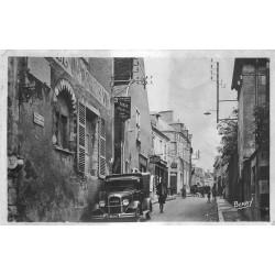 18 MEHUN SUR YEVRE. Hôtel Charles VII et voiture camionnette rue Jeanne d'Arc