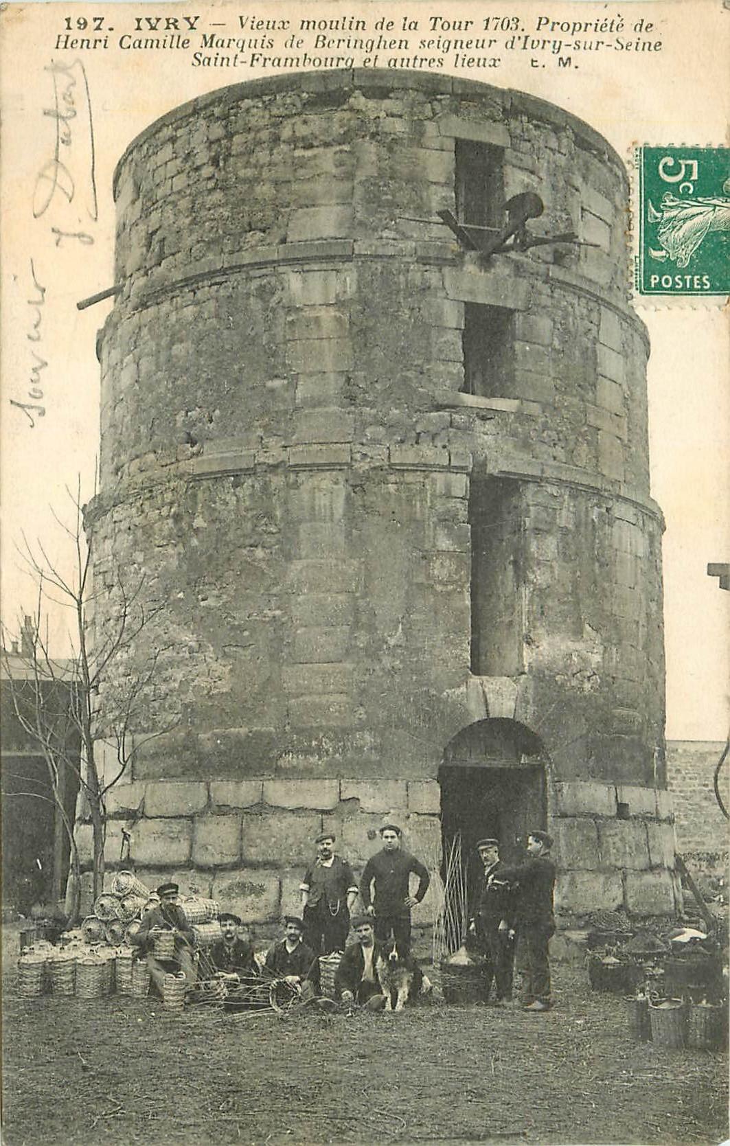 94 IVRY. Vieux Moulin de la Tour avec vignerons 1910