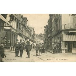 59 DOUAI. Agent de Police rue de la Madeleine 1923