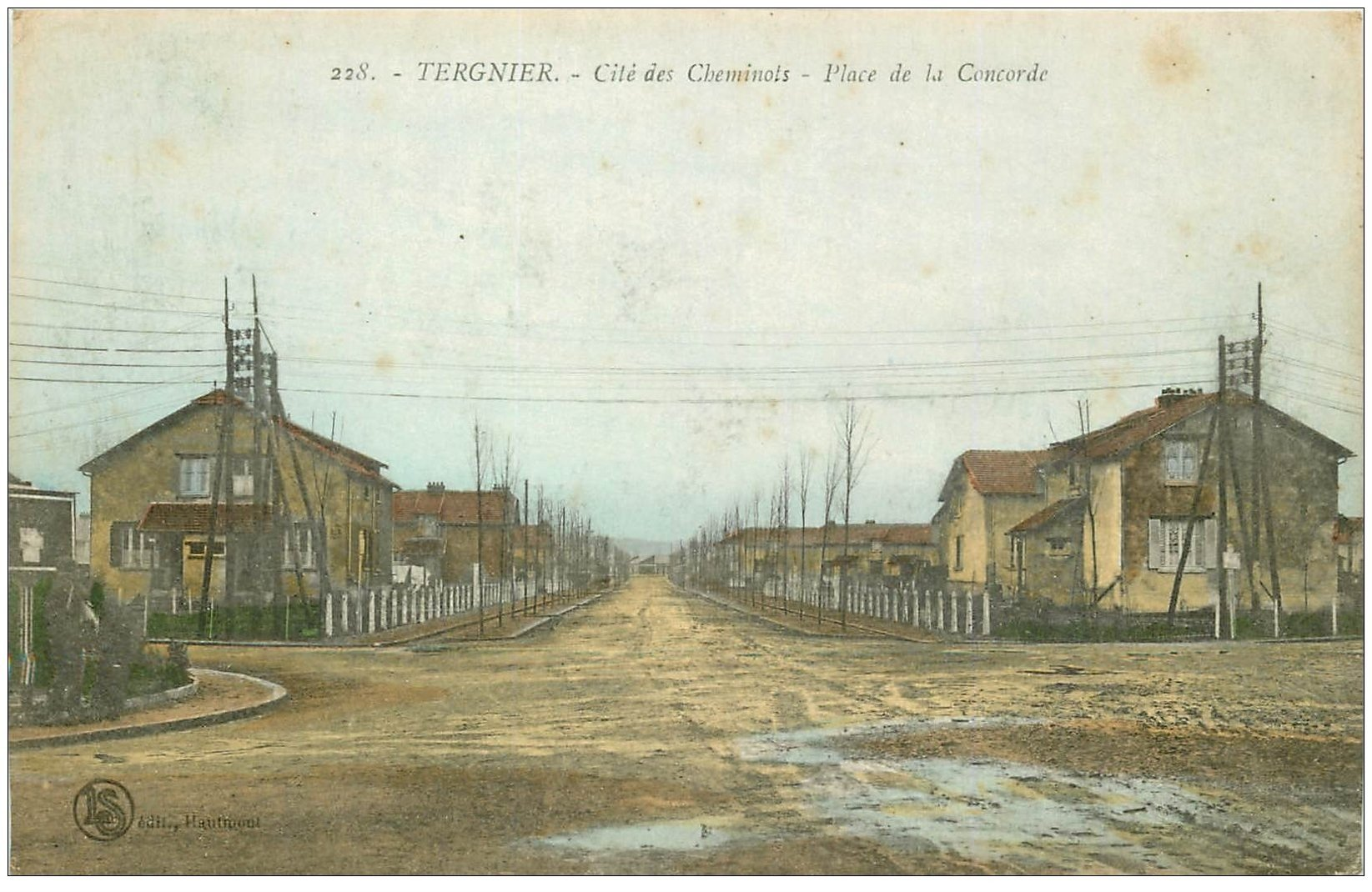 carte postale ancienne 02 TERGNIER. Place de la Concorde. Cité des Cheminots