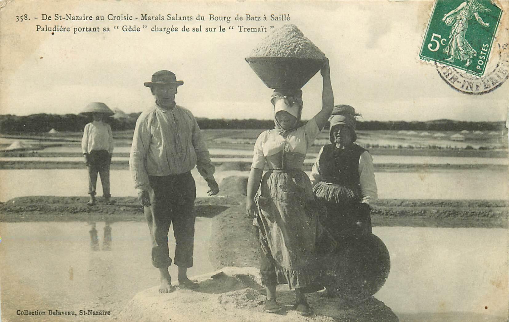 44 SAILLE. Marais Salants du Bourg de Batz. Paludière portant sa Gède de sel sur le Tremaït 1908