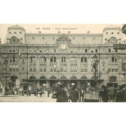 75009 PARIS. Grosse animation devant la Gare Saint-Lazare vers 1900