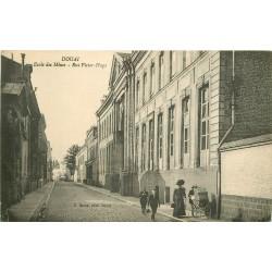 59 DOUAI. Ecole des Mines rue Victor-Hugo 1921 femme avec poussette